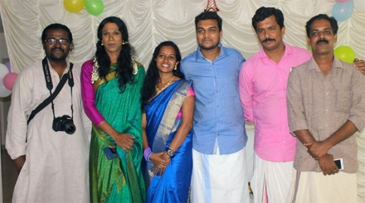 Breaking The Stereotypes: Kerala Couple Invites Transgender To Be A Part Of Their Wedding & Avoids Gold