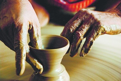 How Using Clay Cutlery Sets Can Be Beneficial For Environment, Health And Livelihood of The Potters