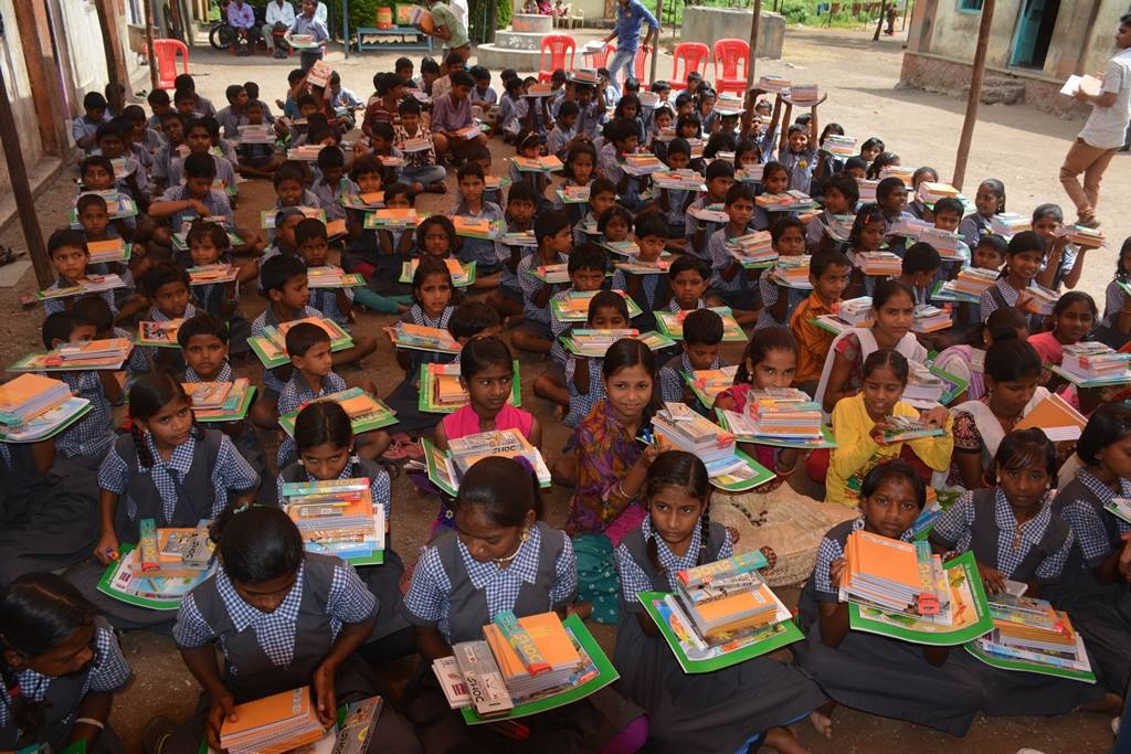 This NGO From Mumbai Helps Thousands Of Students Every Year By Giving Them Stationery Materials For Education