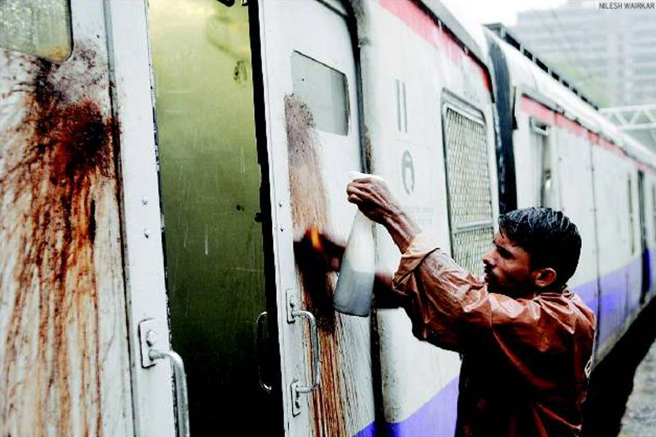 Maharashtra Introduces Anti-Spitting Law: Fine Up to Rs.5000