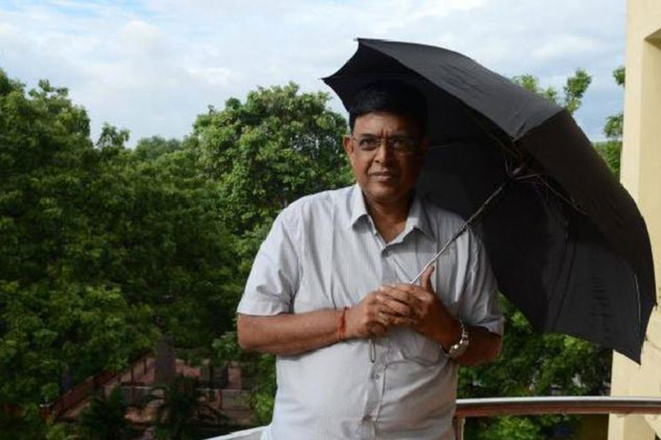 The Man Who Stayed In Office 24x7 To Give Us Weather Updates While His Own Family Was Stranded