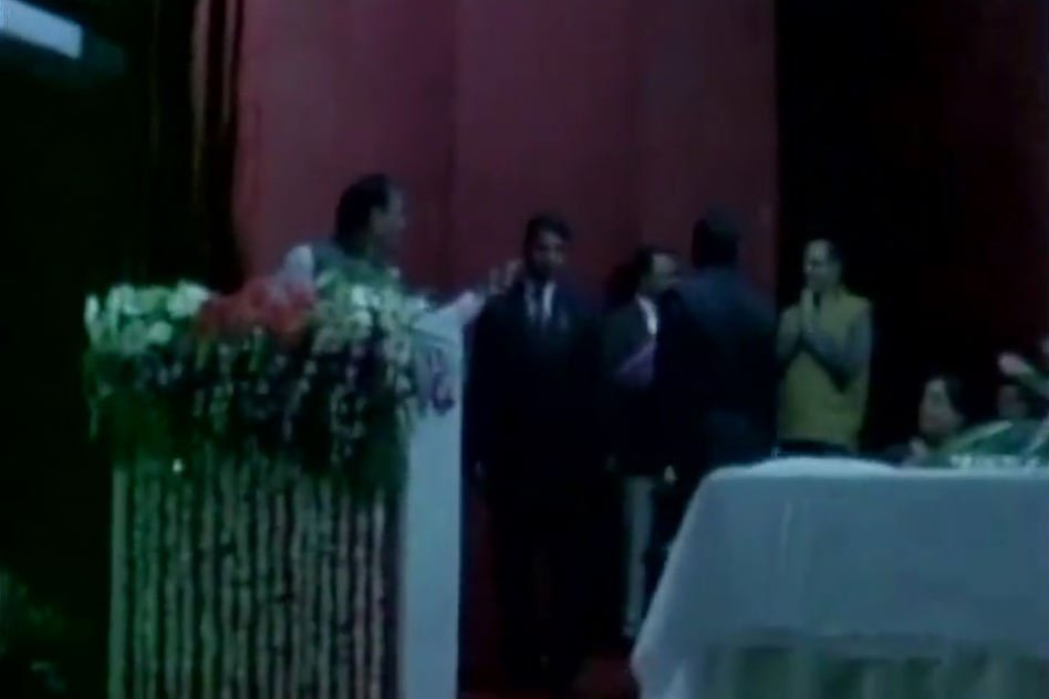 Video: Jharkhand CM Raghubar Das Suspend District Commissioner For Walking In Front of Him In Podium