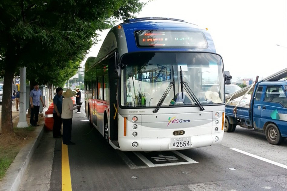 Korea Constructs Road That Wirelessly Charges Moving Electric Buses