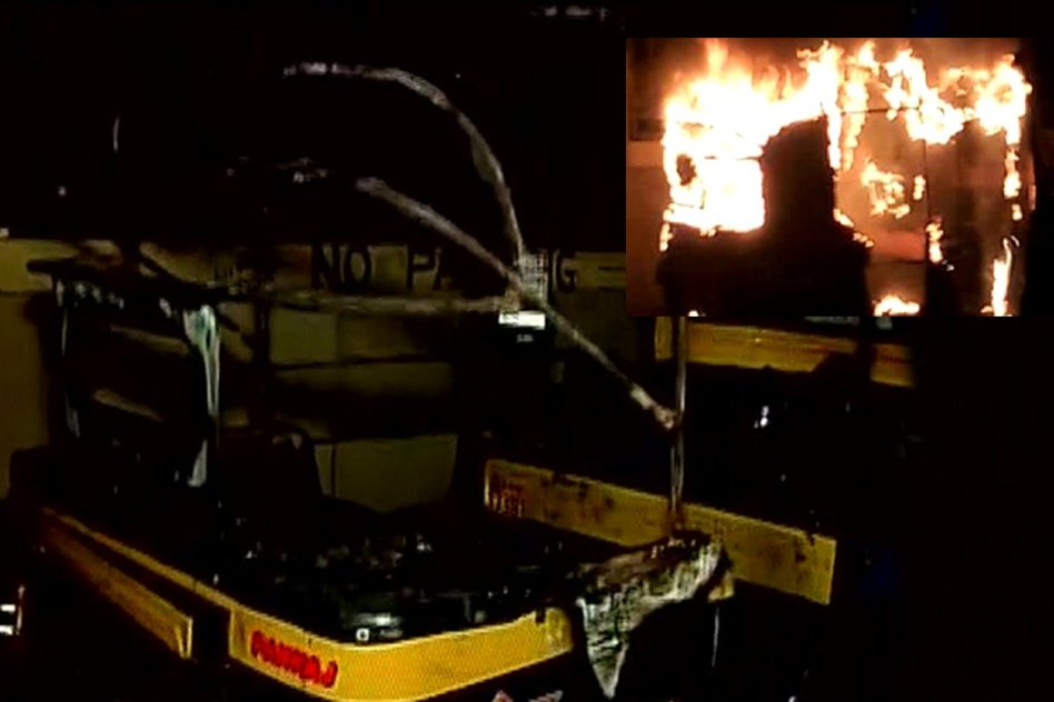 Raj Thackerays Hate Speech Succeeds In Inspiring Violence - Auto Burnt Right Outside RTO Office