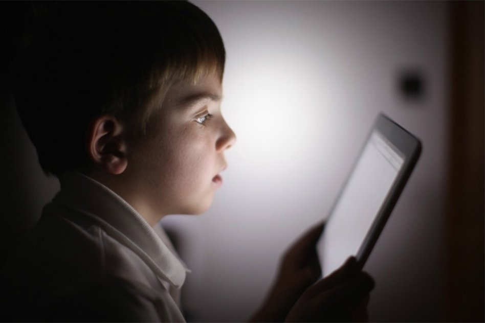"Research Says Heavy Smartphone Usage Can Make Kids ""Cross-Eyed"""