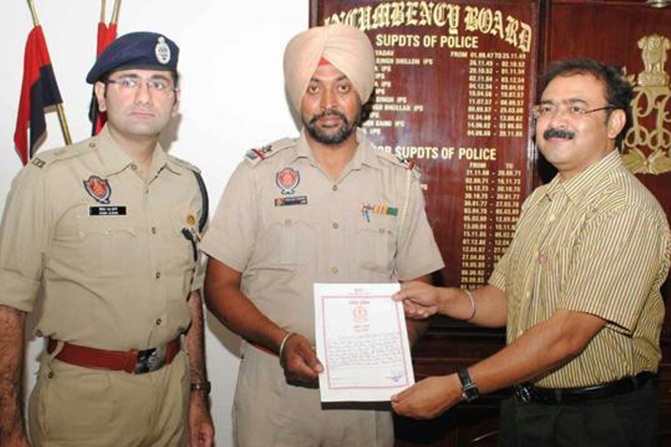 Cop Removed His Turban To Save Mother & Child From Getting Electrocuted At Jalandhar Temple