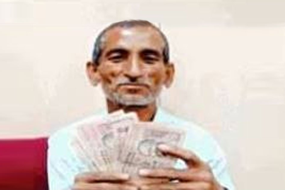 UP: When Everyone Is Facing Shortage Of Rs 50, Rs 100 Notes, He Deposited Notes Of Smaller Denominations