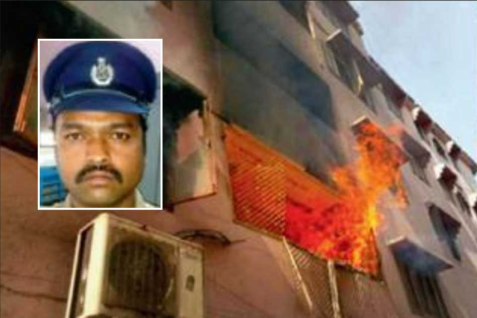 Hyderabad: Police Officer Single Handedly Rescues 20 People From A Burning Building