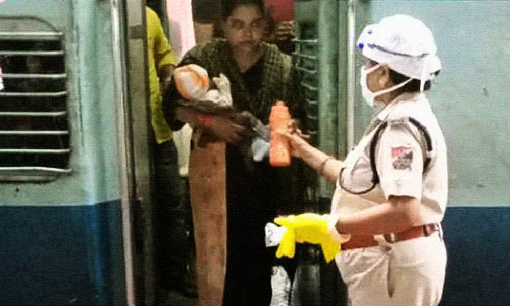 Jharkhand: Lady Cop Rushes Home To Get Milk For Hungry Baby Traveling On Shramik Train, Garners Applause