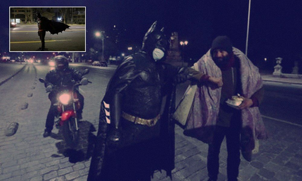 Chile: Man Dressed As Batman Feeds Homeless In Santiago