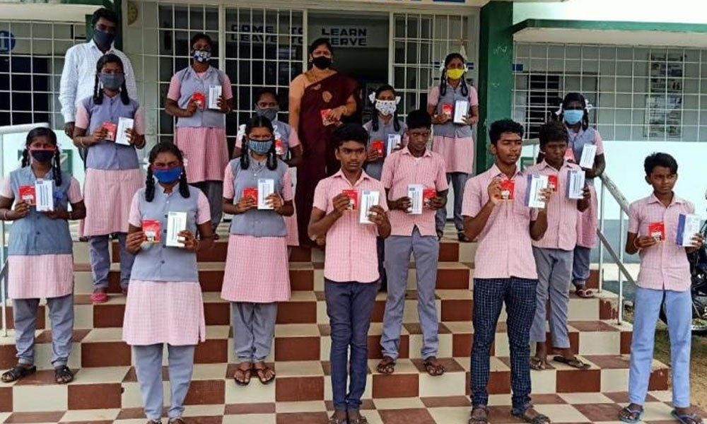 Tamil Nadu: Teacher Buys 16 Smartphones For Students To Attend Virtual Classes