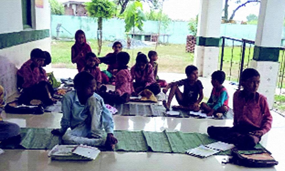 Farmers Start Informal School For Local Slum Children At Singhu Border Protest Site