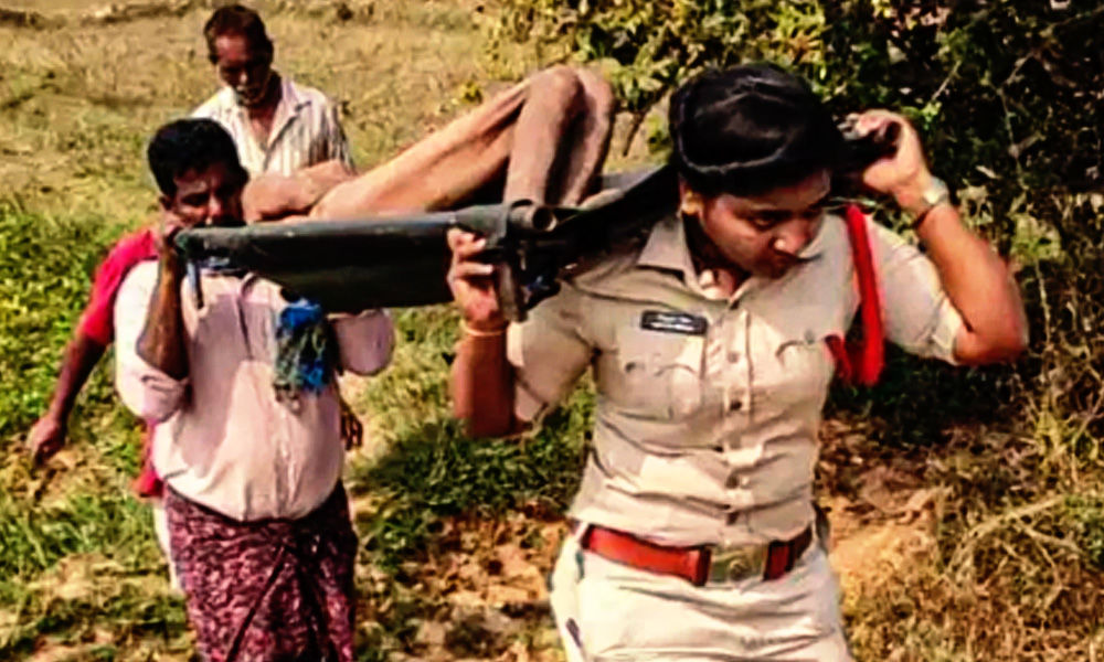 Andhra Pradesh: Woman Sub-Inspector Carries Dead Body Of Unidentified Person For 2 Kms After Locals Refuse To Help