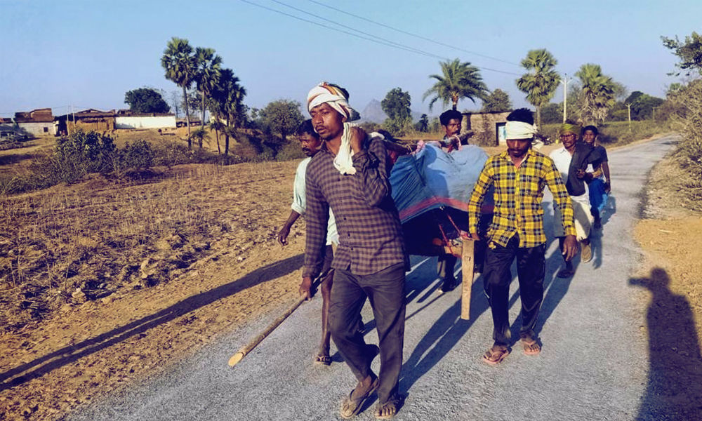Jharkhand: Pregnant Woman Carried To Hospital On Cot For 7 Km Dies Due To Absence Of Doctor