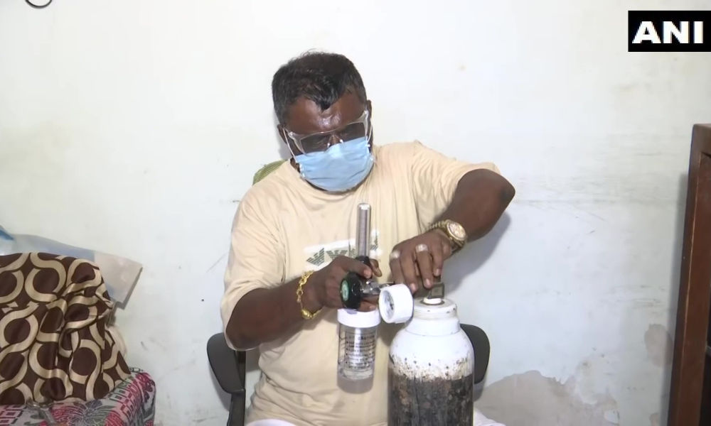 Mumbai: Man Sells Wifes Jewellery To Distribute Free Oxygen Cylinders
