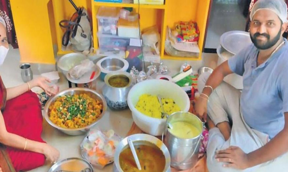 Andhra Pradesh: This All-Women Group Is Providing Home-Cooked Meals To COVID Patients In Quarantine