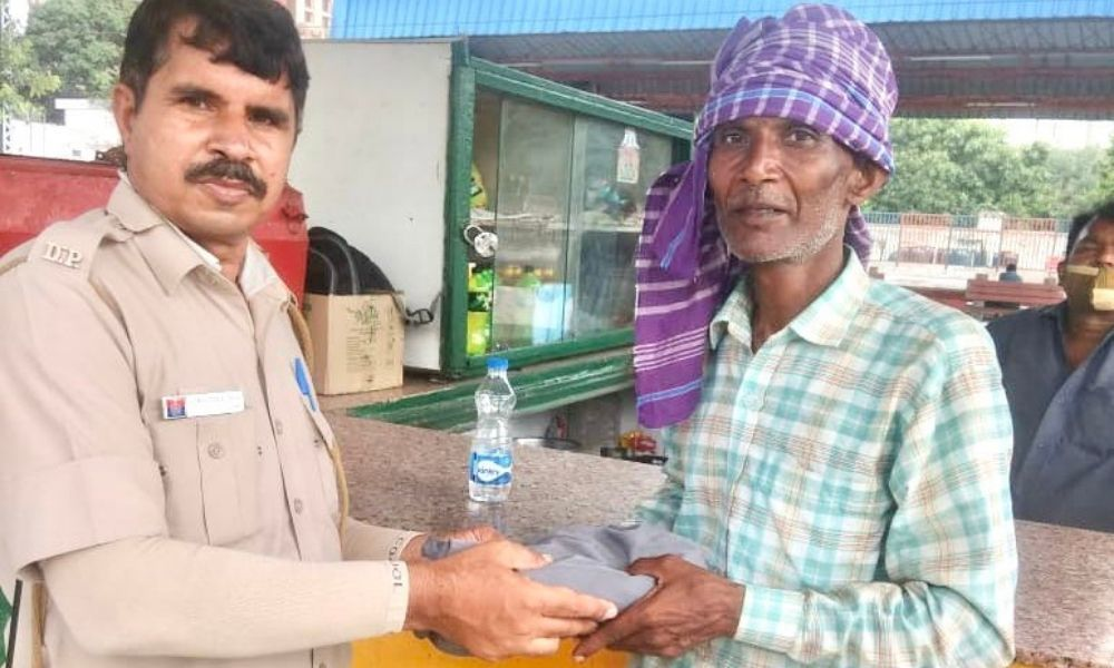 Labourer Forgets Rs 1 Lakh At Delhi Railway Station; Police Constable Returns It