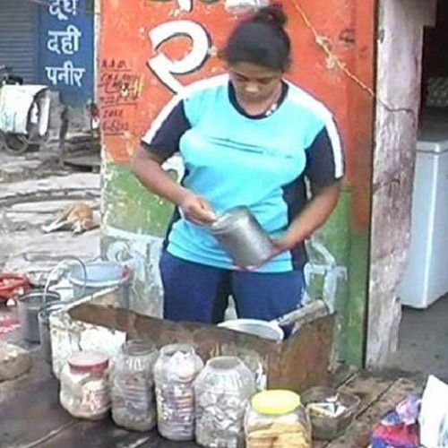 gold-medalist-weight-lifter-santosh-selling-tea_1473336445